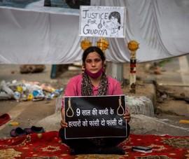 Ấn Độ: 4 người đàn ông đối mặt án tử vì hãm hiếp và sát hại bé gái 9 tuổi