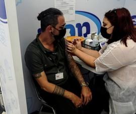 Lo biến thể mới, Israel lên kế hoạch tiêm mũi vaccine thứ 4 cho dân