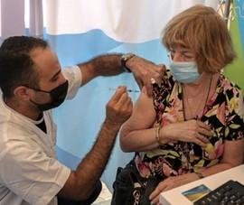 CDC Mỹ: Nên tiêm liều vaccine thứ 3 cho người hơn 65 tuổi thay vì người trẻ tuổi