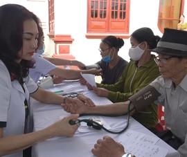 Bệnh viện Quân y 175 cấp thuốc miễn phí cho dân Quảng Ngãi