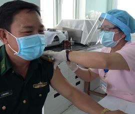 Tiêm vaccine COVID-19 cho 900 chiến sĩ biên phòng Tây Ninh