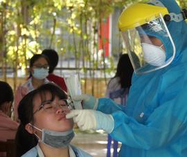 Video: Hơn 13.000 học sinh Đà Nẵng thi vào lớp 10 được xét nghiệm COVID-19
