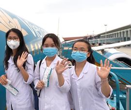 Video: Sinh viên, giảng viên y tế từ Hải Dương đến TP.HCM chống dịch