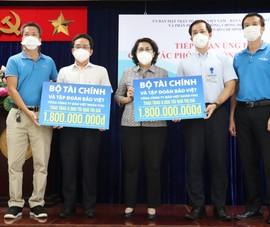 Video: 6.000 túi an sinh, 1.500 bộ đồ bảo hộ y tế tặng cho TP.HCM