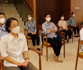 Video: 41 tình nguyện viên tôn giáo đăng ký ở lại giúp bệnh nhân COVID-19