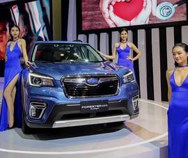Dàn 'chân dài' làm nóng triển lãm ô tô lớn nhất Việt Nam