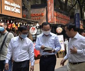 Bí thư Nguyễn Văn Nên thăm Đường sách TP.HCM