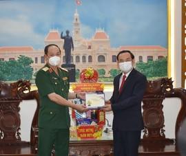 Bí thư Nguyễn Văn Nên thăm và chúc Tết các đơn vị quân đội