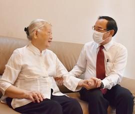 Bí thư Nguyễn Văn Nên thăm cán bộ y tế nhân ngày 27-2