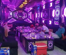 TP.HCM: Bắt tại trận nhà hàng cho hát karaoke dù có lệnh dừng