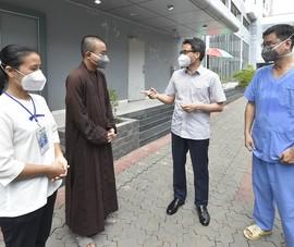 Phó Thủ tướng thăm bệnh viện có 50 tình nguyện viên tôn giáo ở TP.HCM