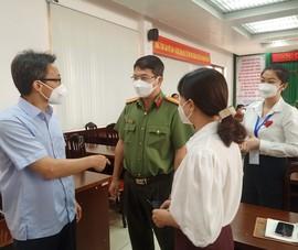 Phó Thủ tướng kiểm tra đột xuất, chất vấn bí thư phường về công tác phòng dịch