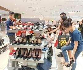 Cận cảnh không khí mua sắm ngày siêu giảm giá