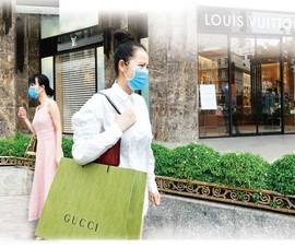 Thời trang xa xỉ chuyển mình mạnh mẽ nhờ thương mại điện tử