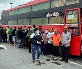 Bình Thuận thông tin xe khách chở 30 người bị CSGT Hà Nội giữ