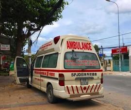 Tạm giữ xe 'cứu thương' đi đòi nợ làm chung cư náo loạn