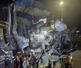 Ô tô tải tông đuôi xe chạy cùng chiều ở Bình Thuận, phụ xe tử vong