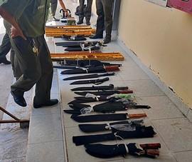 Khám nhà người rao bán súng ở Bình Thuận, phát hiện 'kho' vũ khí