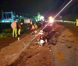 Bình Thuận: 2 người thương vong, xe máy nát vụn sau cú 'đối đầu'