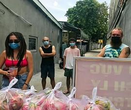 Bình Thuận: Tặng gạo, rau củ cho 36 người nước ngoài ở trong khu phong tỏa