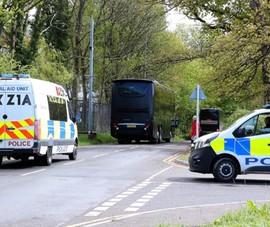 Cảnh sát hộ tống Manchester United ra sân bay