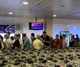 17 giờ hôm nay sân bay Tân Sơn Nhất hoạt động trở lại