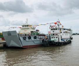 Nhà máy X51 bàn giao tàu vận tải đa năng cho Quân khu 7