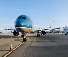 Nhiều chuyến bay bị hủy do ảnh hưởng bão số 10