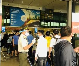 Sân bay Tân Sơn Nhất đề nghị khách không đeo kính đen