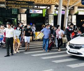 Sân bay Tân Sơn Nhất nhộn nhịp khách sau kỳ nghỉ lễ