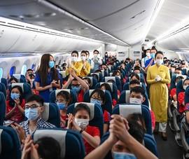 350 sinh viên, giảng viên y khoa từ Hà Nội vào Bình Dương chống dịch