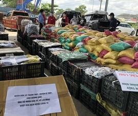 Bà con Lệ Thủy gửi 30 tấn gạo, rau củ vào TP.HCM chống dịch  