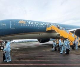 300 khách từ Pháp về sân bay Vân Đồn cách ly 7 ngày