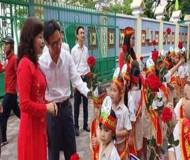 Phó Thủ tướng dự lễ khai giảng tại Trường Tiểu học Lê Văn Tám