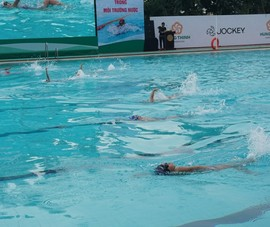 TP.HCM: 667 học sinh tranh tài bơi lội