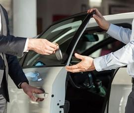Giá thuê ô tô tự lái dịp lễ 30-4 và 1-5 giảm nhẹ
