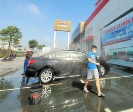 Giật mình với giá rửa xe ô tô ngày Tết