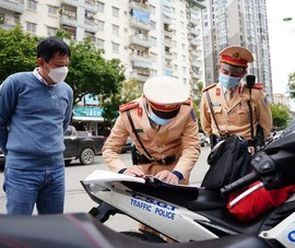 Để quên bằng lái xe ở nhà, tài xế làm sao chứng minh khi bị CSGT thổi phạt?