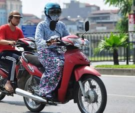 Nguy hiểm rình rập từ váy chống nắng khi chị em đi xe máy