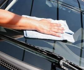 Những cách đơn giản để xóa vết xước trên kính ô tô tại nhà