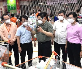 Thủ tướng kiểm tra, khảo sát siêu thị tại TP.HCM