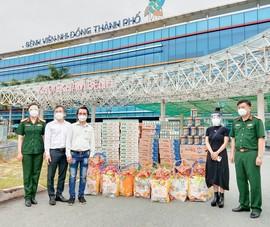 Hơn 6.500 sản phẩm dinh dưỡng đến với trẻ em ở 40 bệnh viện dã chiến