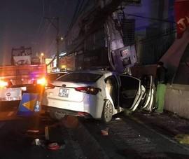 Nghi lái ô tô đi trộm rồi tông gãy cột điện khi thấy công an