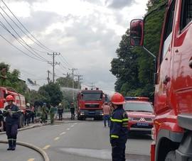 Thủ Đức: Trăm cảnh sát chữa cháy tại nhà xưởng trong KCN