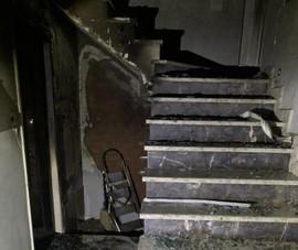 Cảnh sát cứu 5 người khỏi đám cháy ở quận 7 lúc rạng sáng