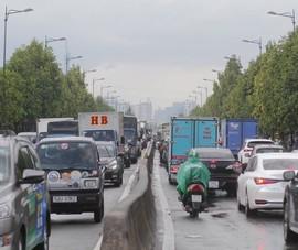 TP Thủ Đức: Đường ngập, giao thông ùn tắc sau mưa
