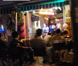 Vẫn 'hát với nhau' giữa dịch COVID trên đại lộ Phạm Văn Đồng