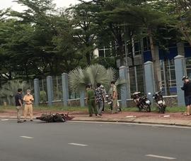 Người đi xe máy tử vong sau khi tông hai cụ bà tập thể dục