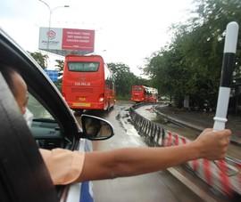 CSGT hộ tống 218 tình nguyện viên tỉnh Lâm Đồng vào TP.HCM chống dịch