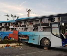 2 xe giường nằm tông nhau, 25 người thương vong